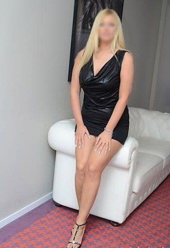 Alev-alev genç bayan Papatya