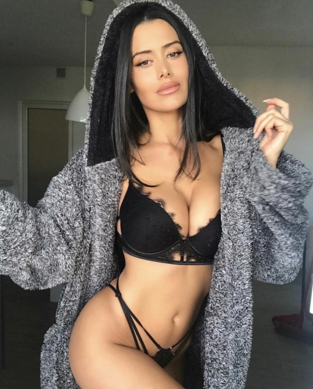Seksi buğday tenli kadın Nurhan