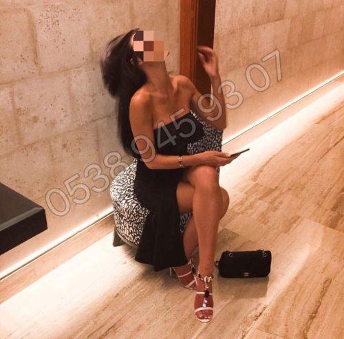 Süper otelde buluşan kadın Nur